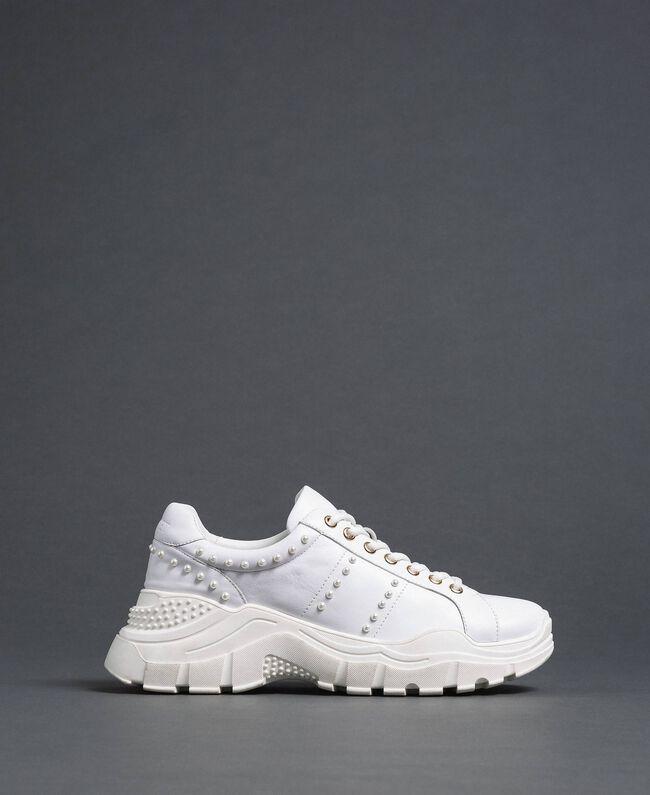 Sneakers aus Metallic-Leder mit Perlen Weiß Frau 192TCP066-04