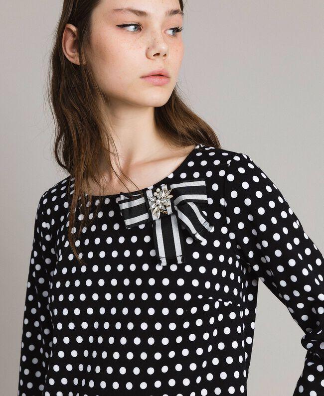 Kleid mit Tupfenmuster und Schleifenbrosche Zweifarbig Schwarz / Weiß Frau 191MP2361-04