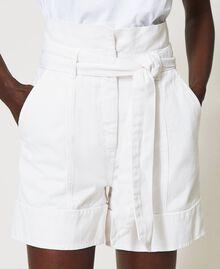 High-Waist-Shorts mit Gürtel Weiß Schnee Frau 211TT2330-05