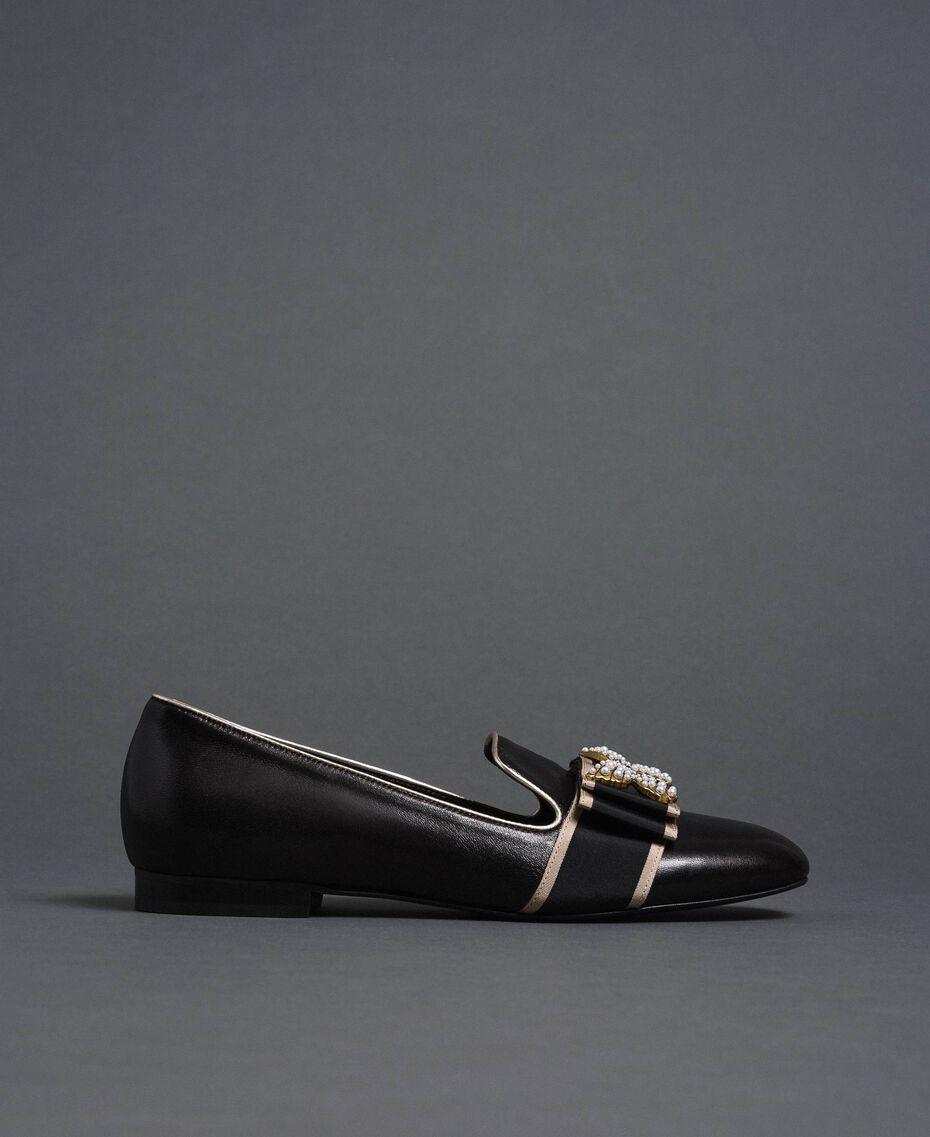 Loafer aus Leder mit besticktem Band Schwarz Frau 192TCP12G-03