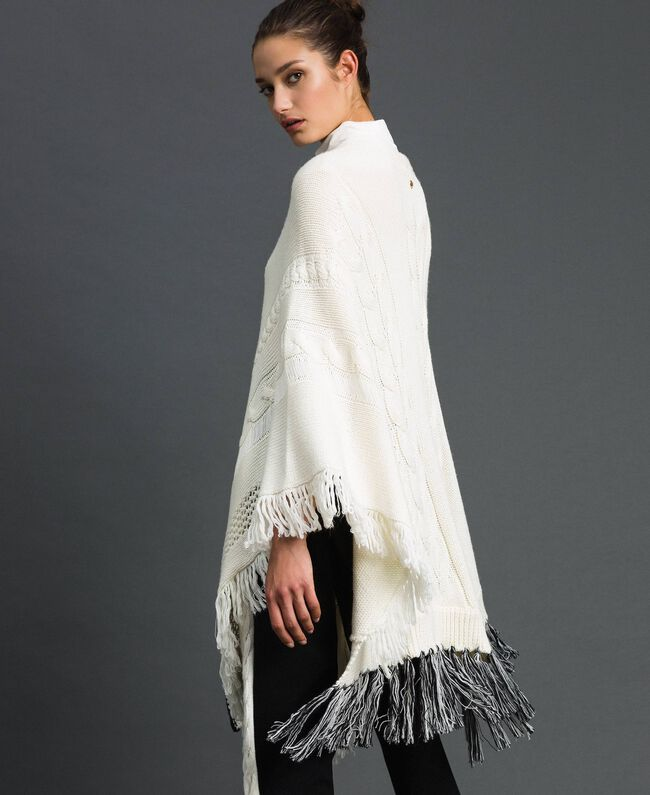 Openwork poncho with fringes and tassels Vanilla / Black Woman 192MP3040-03