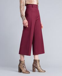 Cropped-Hose aus Cool Wool Bordeaux Frau PA823N-02