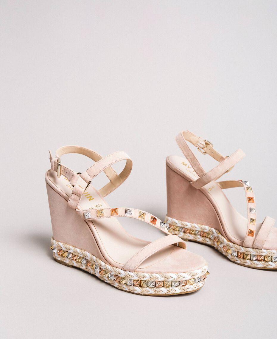 """Wildleder-Sandalen mit Keilabsatz und Nieten """"Surreal Pink"""" Frau 191MCP132-01"""