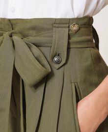 Short en lin mélangé Vert Alpin Femme 211TT2586-04