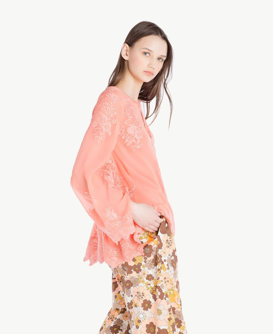 Bluse mit Stickerei Coral Pink Frau SS82JA-02
