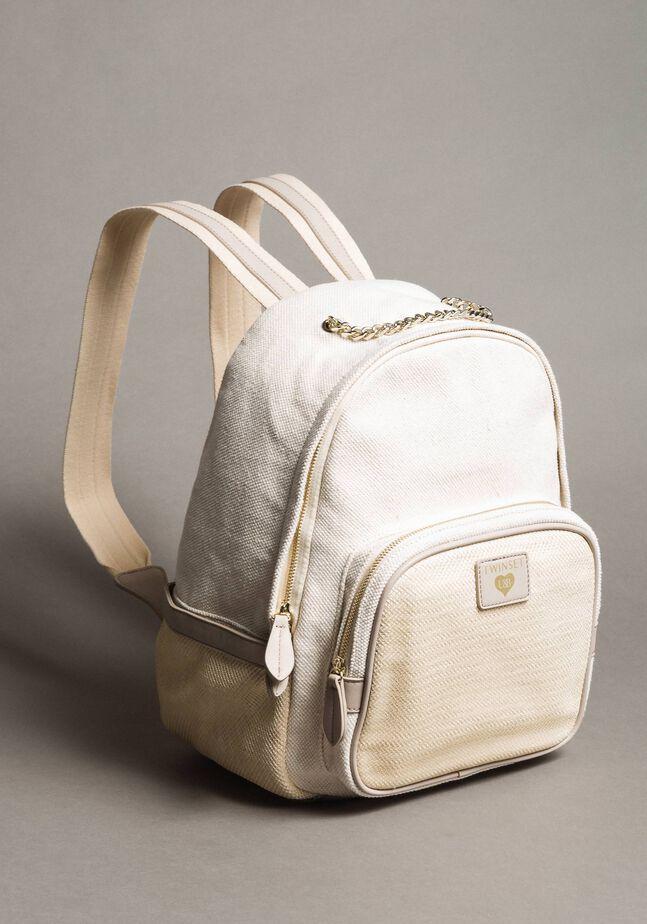 Rucksack aus Leinen und Netzstoff
