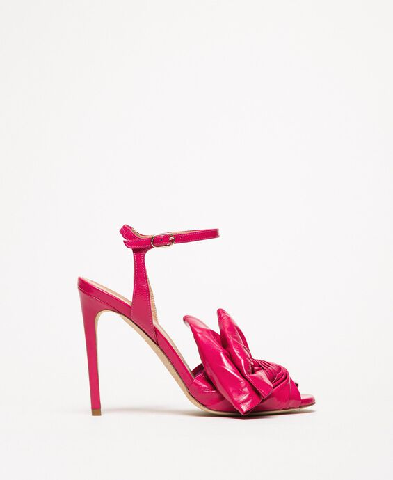 Patent leather sandals with maxi bow