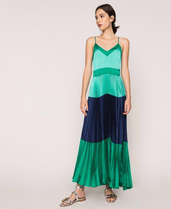 Длинное платье-комбинация из плиссированного атласа