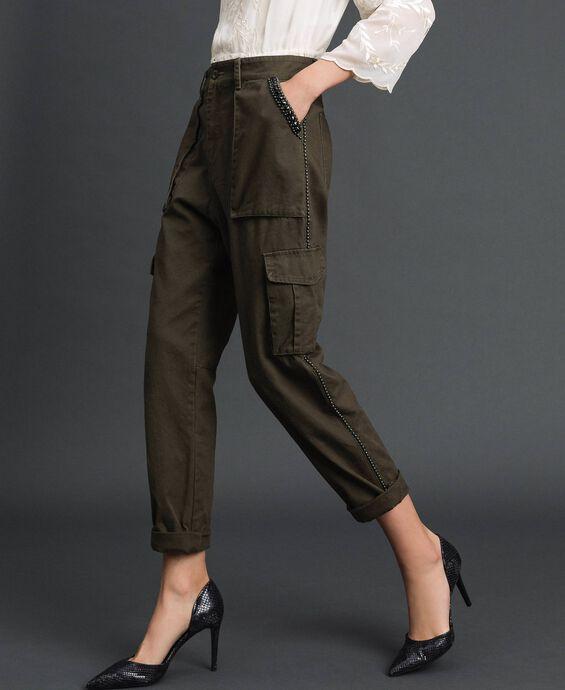 Combat-Hose mit Steinchen und Nieten