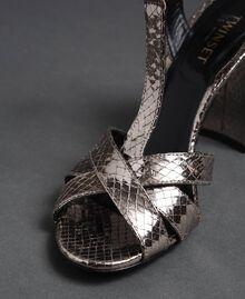 T-Bar-Sandalette aus Metallic-Leder Pythonprint Silber-Metallic Frau 192TCP12J-06