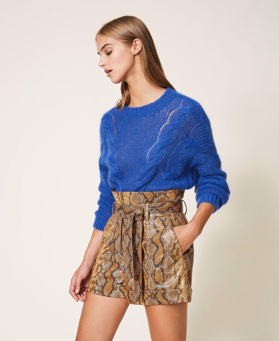 Shorts aus Lederimitat mit Animalprint Schlangenprint Walnuss / Tabak Frau 202TT2226-02