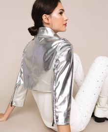 Cropped-Jacke aus Metallic-Lederimitat Silber Frau 201TP2410-03
