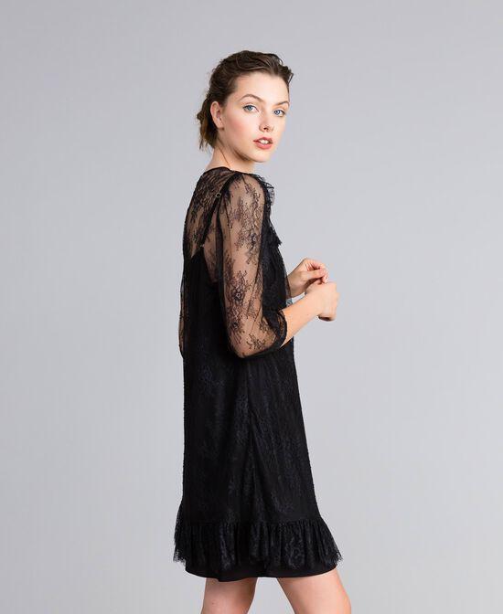 Kleid aus Valenciennesspitze