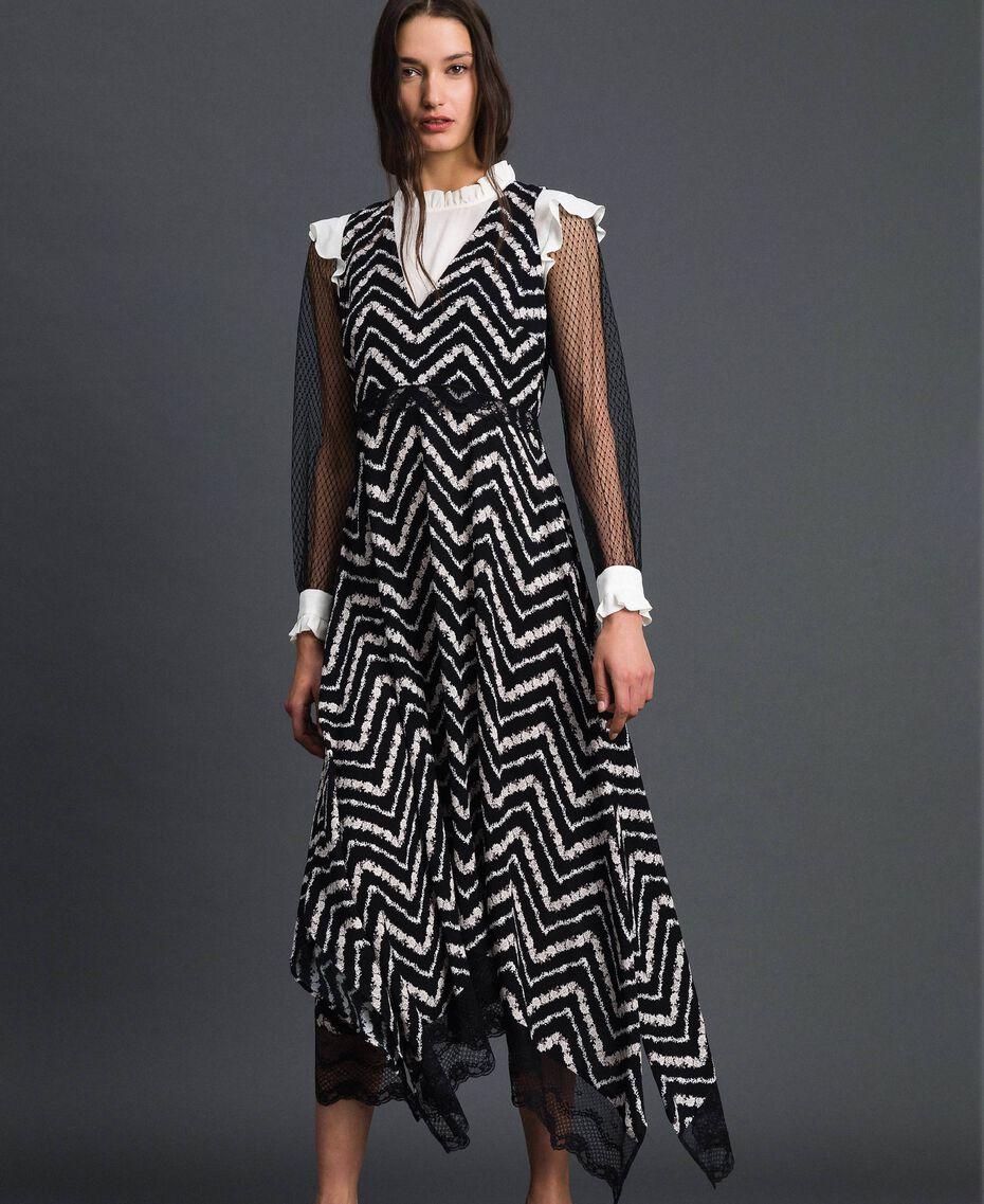 Vestido largo con estampado floral chevrón Estampado Chevrón Negro / Blanco Nieve Mujer 192TP2526-02