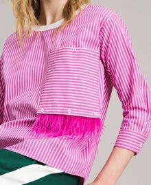 """Gestreifte Popeline-Bluse mit Federn Optisch Weiß / Streifen """"Electric Pink"""" Frau 191TP2311-04"""