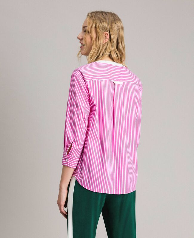 """Gestreifte Popeline-Bluse mit Federn Optisch Weiß / Streifen """"Electric Pink"""" Frau 191TP2311-03"""
