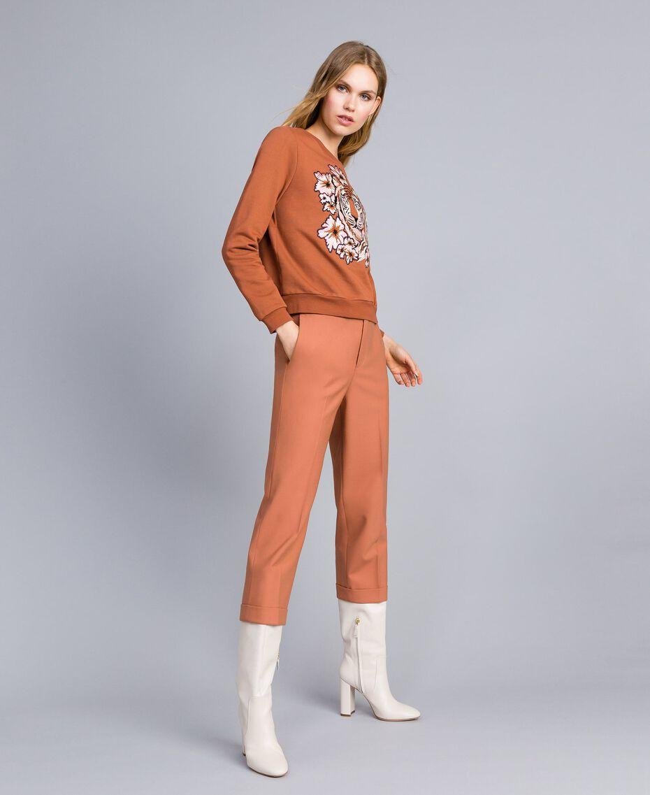Sweatshirt aus Baumwolle mit Stickerei Erdbraun Frau TA82ZA-02