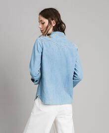 Denim shirt with butterfly embroidery Light Denim Woman 191TP2220-03
