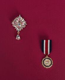Gestreifter Cardigan mit Broschen im Medaillenstil Zweifarbig Schwarz / Lilie Frau 192MP3251-06