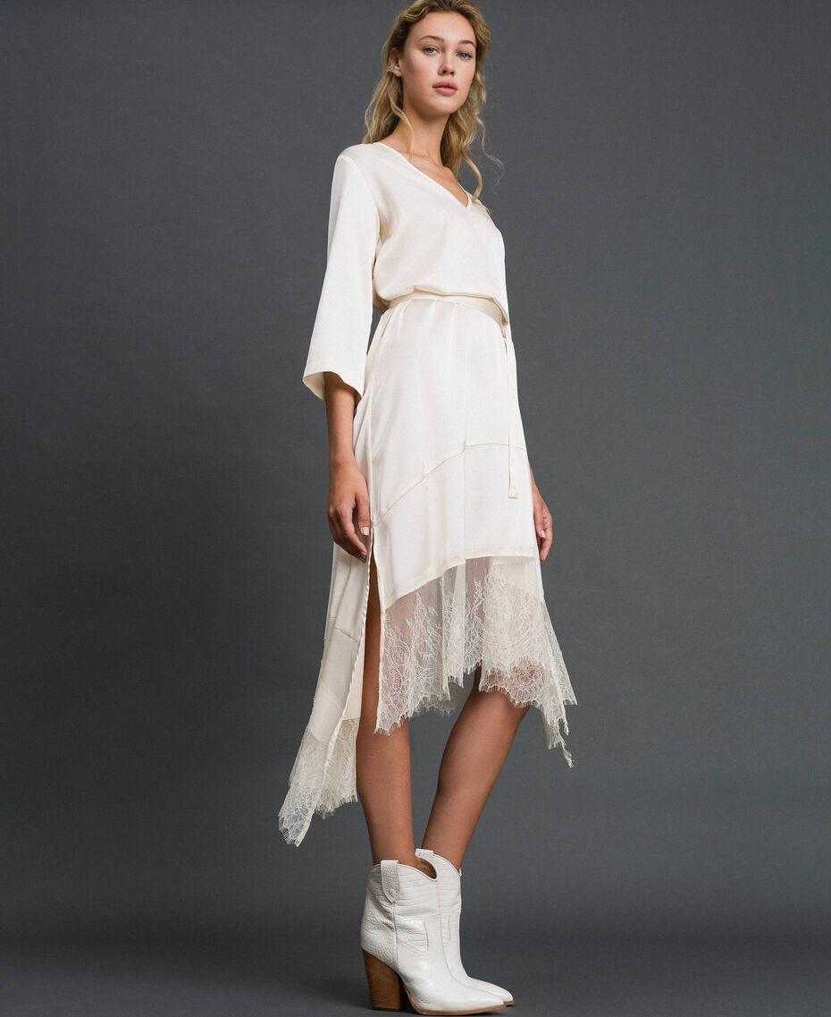 Robe en satin avec volants et dentelle Blanc Vanille Femme 192MP213A-02