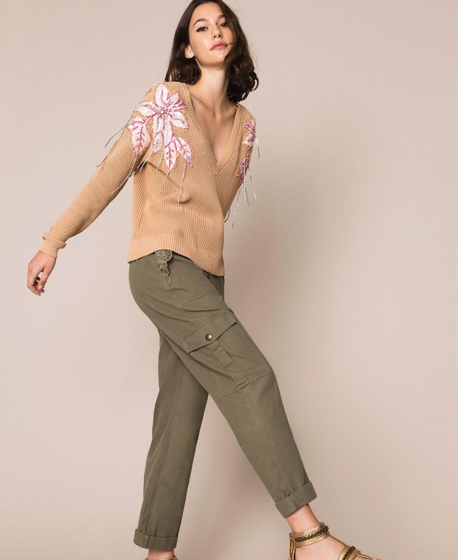 """Maglia boxy con fiori patch e ricami Beige """"Cremino"""" Scuro Donna 201TP3170-02"""