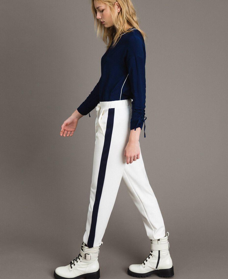 Pantalon avec bandes latérales en contraste Bicolore Blanc Soie / Bleu Nuit Femme 191TP2076-01