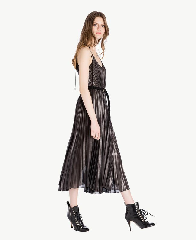 Langes Kleid mit Plissee Metallic-Gunmetal-Schwarz Frau PS82QP-04