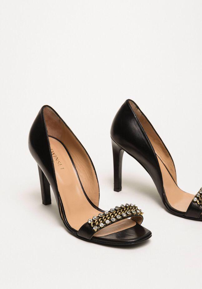 Sandales avec talon stiletto et pierres