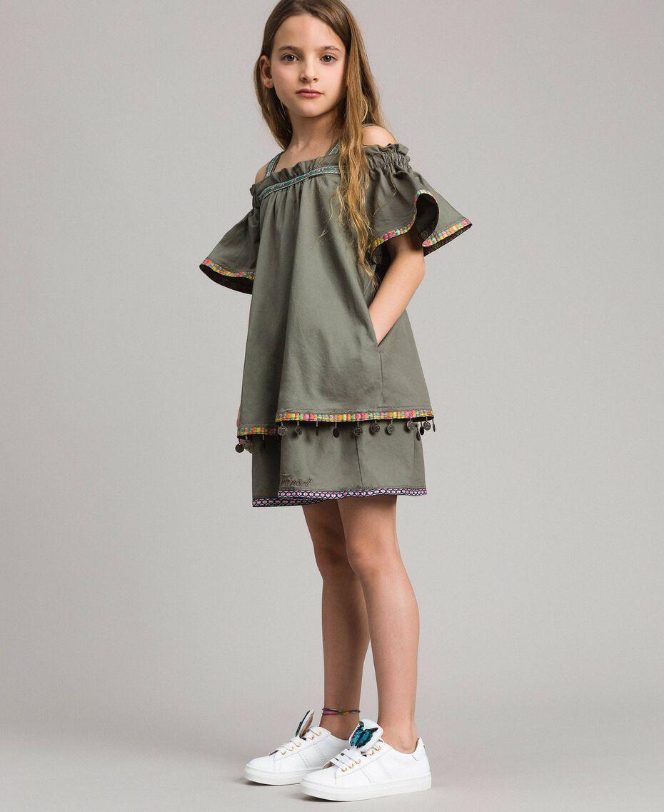 Baumwollkleid mit Mini-Medaillen Tundra-Grün Kind 191GJ2073-02