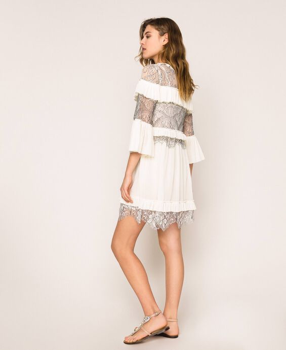 Pleated dress with two-tone lace