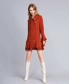 Kurzes Kleid aus Seidenmischung mit Plissee Rotbraun Frau TA823S-01