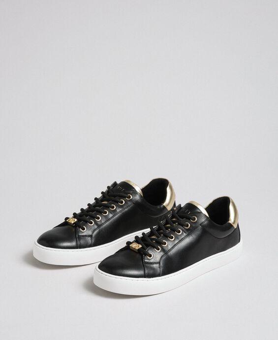 Sneakers aus Leder mit Kontrastdetail
