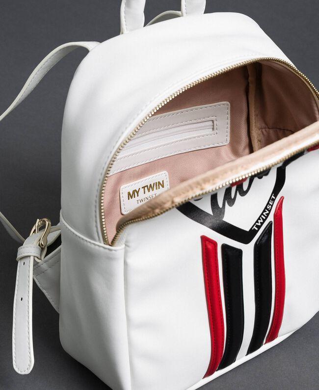 Sac à dos en similicuir avec bandes et logo Blanc «Vanille» / Rouge «Coquelicot» Femme 192MO8051-04