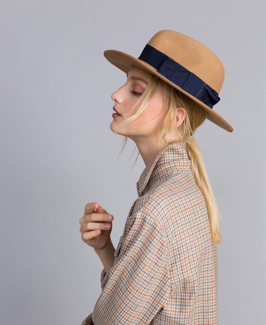 Chapeau avec ruban en contraste Bicolore Beige Cookie / Bleu Nuit Femme OA8T91-0S