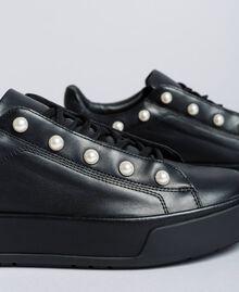 Sneakers aus Leder mit Zierperlen Schwarz Frau CA8PBU-04
