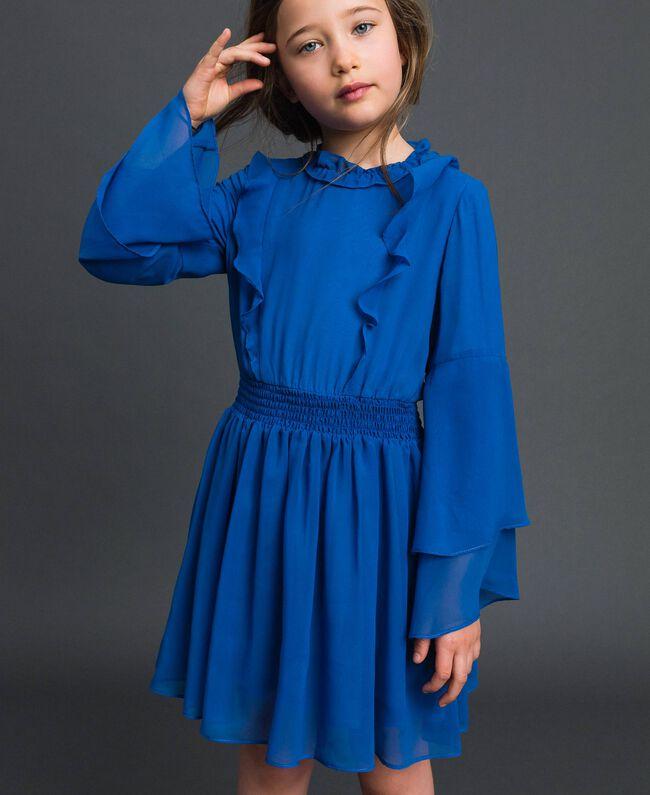 Kleid aus Georgette mit Volants Mittelmeerblau Kind 192GJ2350-01