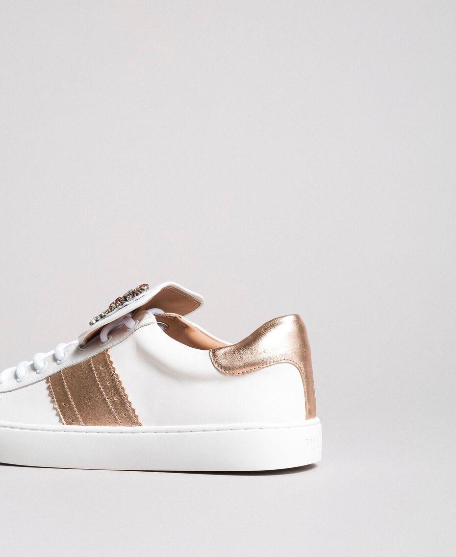 Leder-Sneakers mit Schmetterlings-Aufnäher Weiß Frau 191TCP10J-02