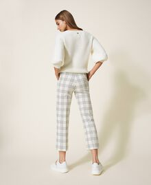 "Chequered wool blend cropped trousers Two-tone ""Snow"" White / Black Woman 202TP254C-04"