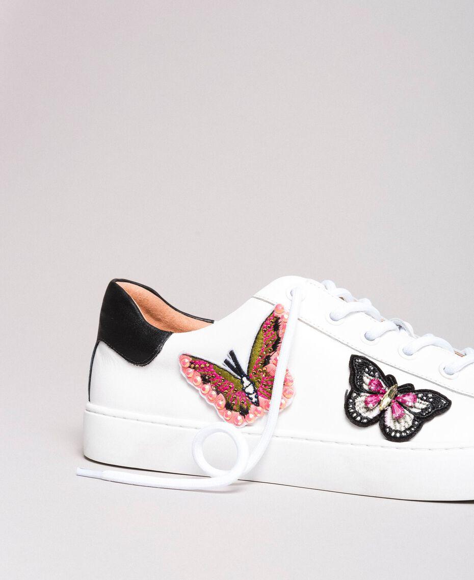 Leder-Sneakers mit Schmetterlings-Aufnäher Weiß Frau 191TCP10E-01