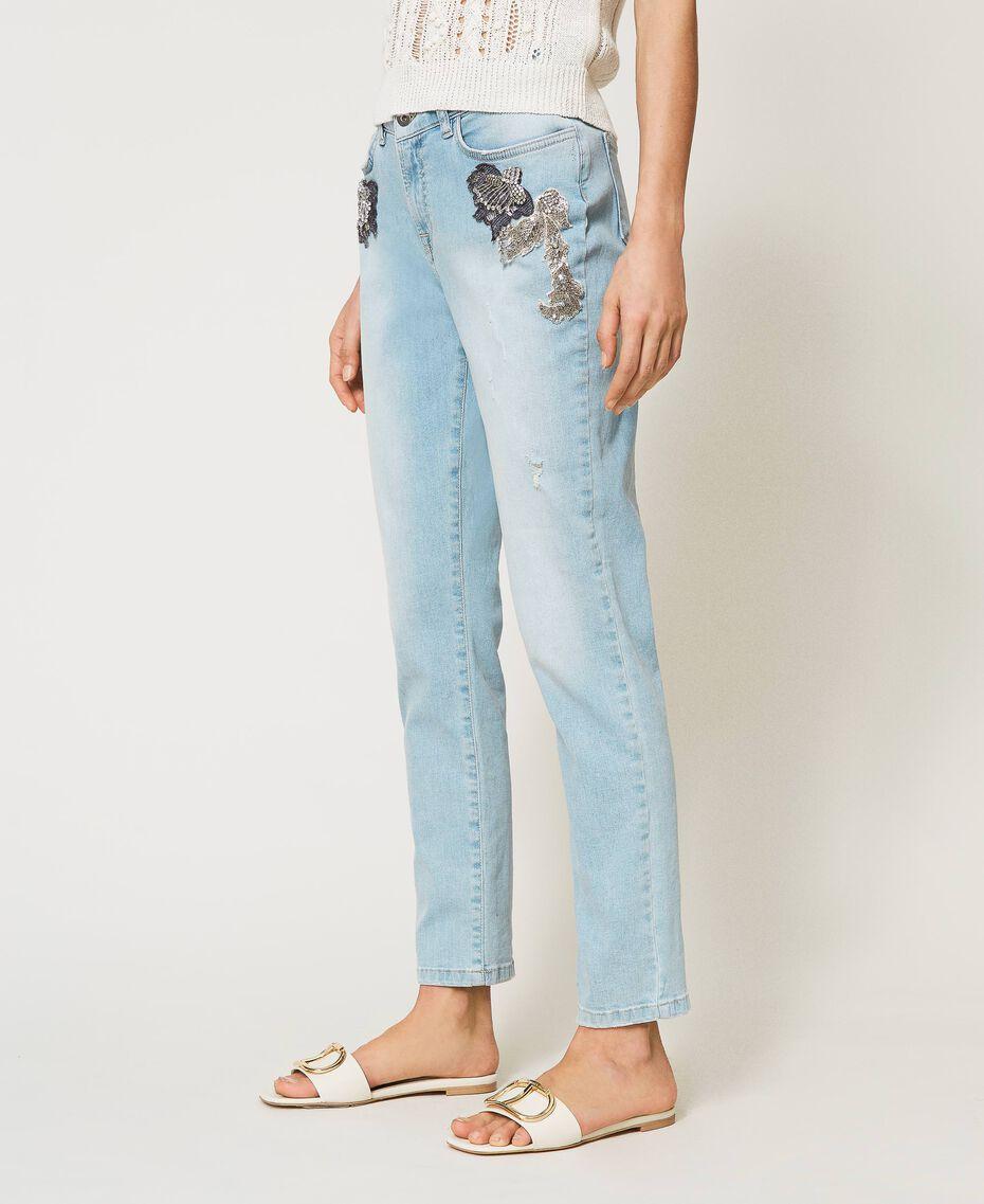 Boyfriend-Jeans mit Stick-Applikation Denim hell Frau 211MT2640-03