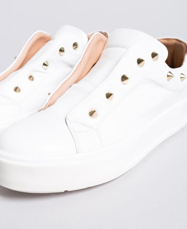 Sneakers aus Leder mit Nieten Weiß Schnee Frau CA8TFA-04