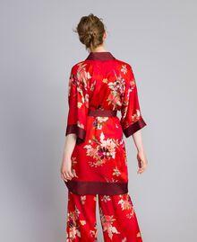 """Langer Kimono aus geblümtem Satin Print """"Red Garden"""" Frau PA829N-03"""