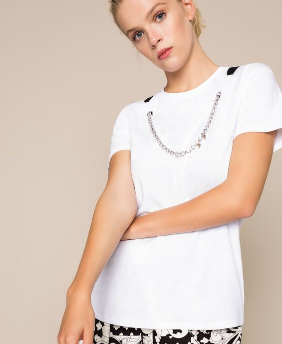 T-shirt with bezel necklace