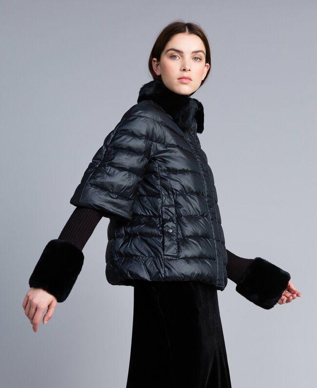 Kurze Steppjacke aus glänzendem Nylon Schwarz Frau TA82C2-03
