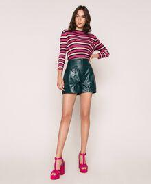 Shorts aus Lederimitat mit Krokoprägung Waldgrün Frau 201TP2362-0T