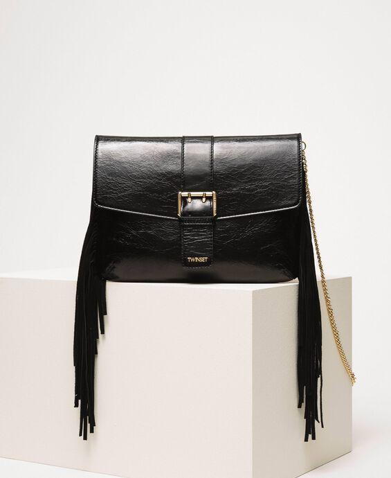 Кожаная сумка через плечо с бахромой