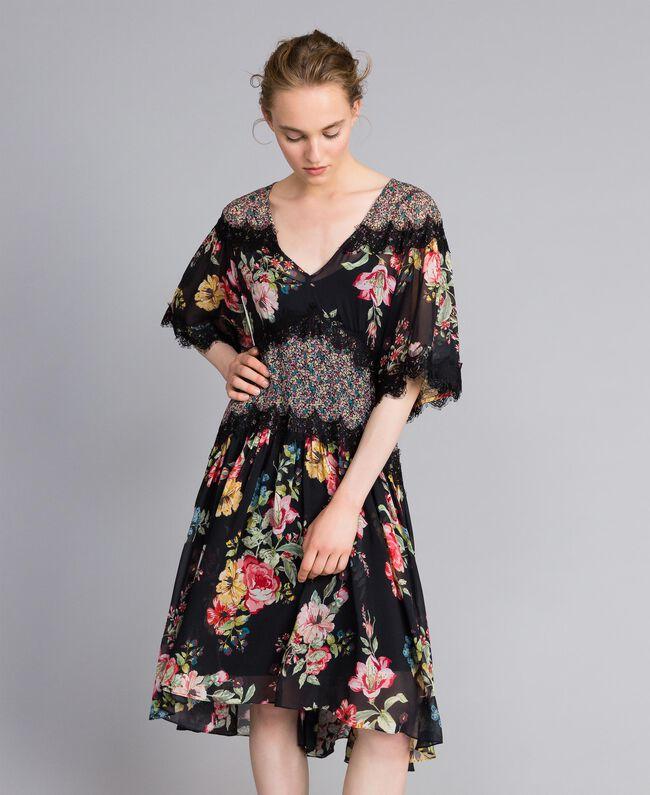 "Kurzes Kleid aus Georgette mit Blumenprint Print ""Flower Patch"" Frau PA82MD-01"