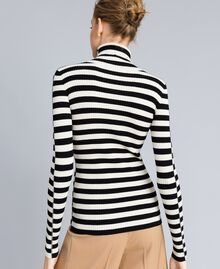 Pull col montant in viscose rayée Rayure Blanc Neige/ Noir Femme PA832E-03