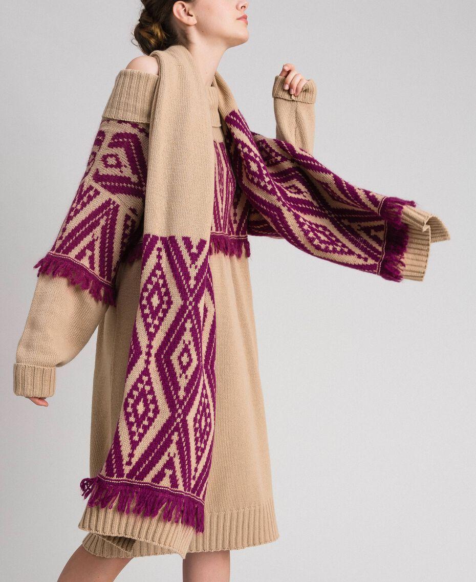 Schal aus Wolle und Kaschmir mit Fransen Ethno-Jacquard Eiskaffeebraun / Rote-Bete-Rot Frau 192TA4418-0S