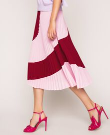 """Pleated crêpe de Chine midi skirt Two-tone """"Crimson"""" Red / """"Candy"""" Pink Woman 201ST2013-02"""